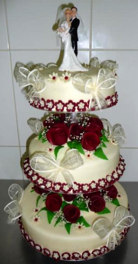 Svatební dort - rudé růže