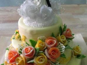 Svatební dort - patra, žluté a oranž růže