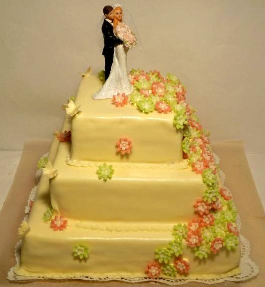 Svatební dort - tři patra čtverec