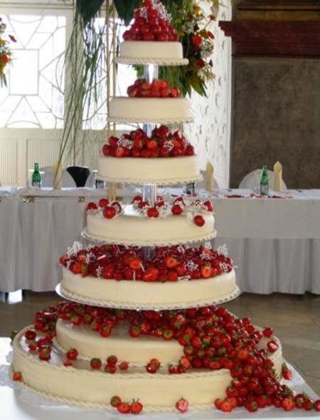 Svatební dort - sedm pater jahody