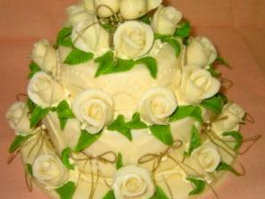 Svatební dort - bílé hrdličky
