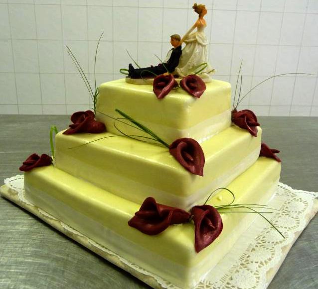 Svatební dort - rudé kaly