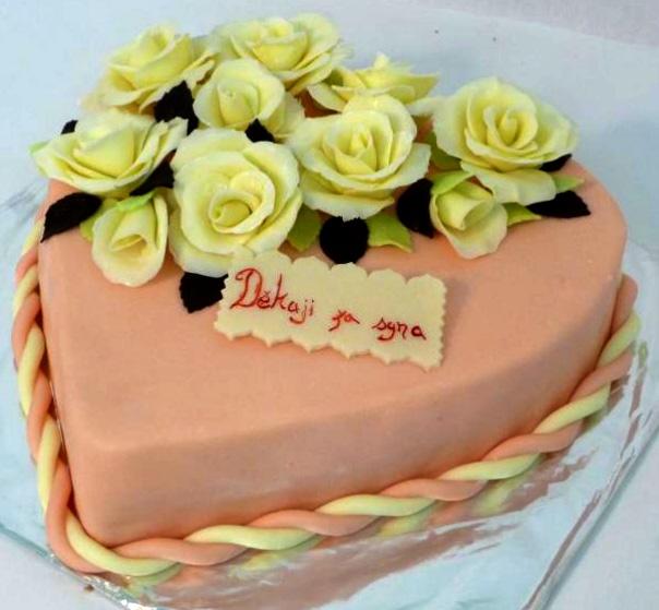 Svatební dort - srdce zasyna