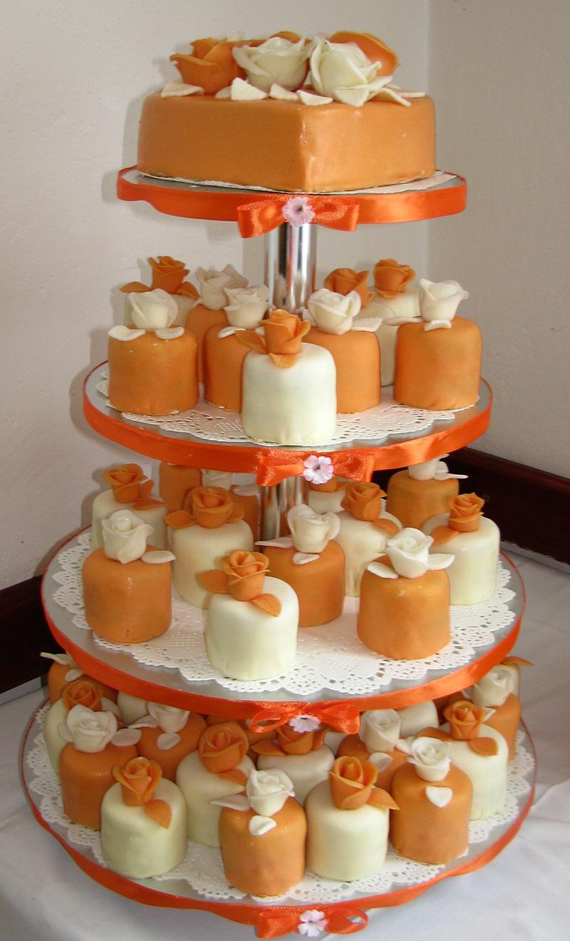 Svatební dort - oranžové balíčky
